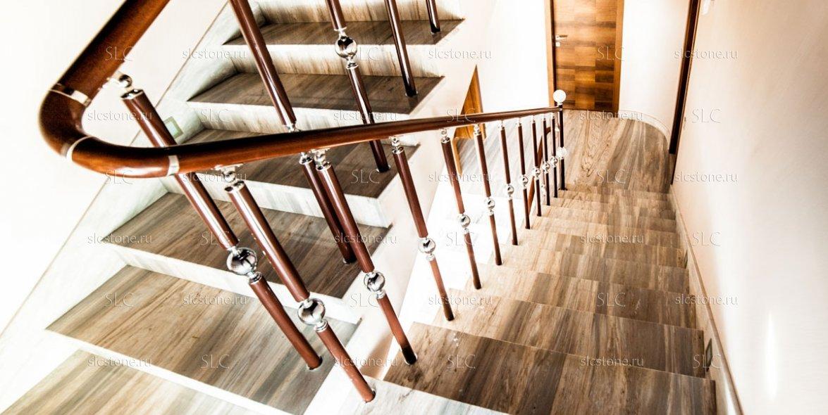 Лестница в загородном доме 2