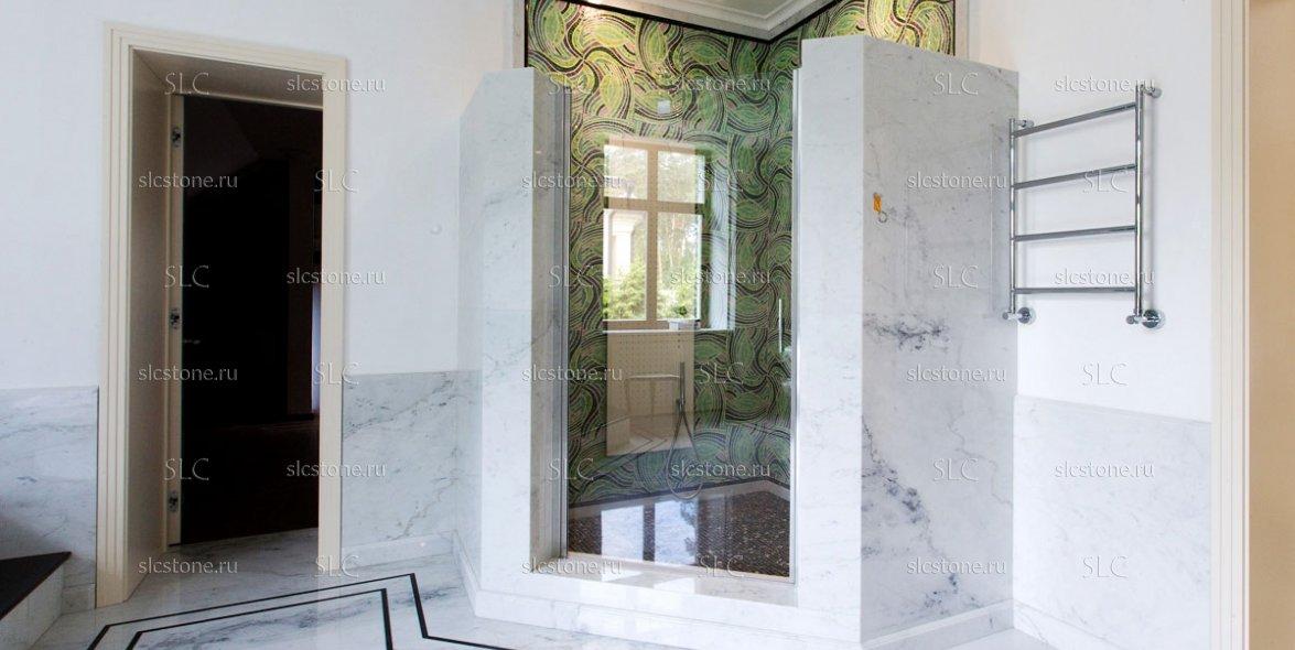 Зелёный оникс в строгом интерьере ванной комнаты 3