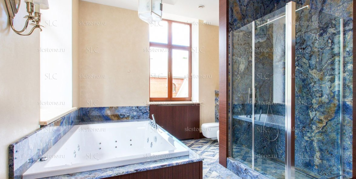Синий гранит в интерьере ванной комнаты 1