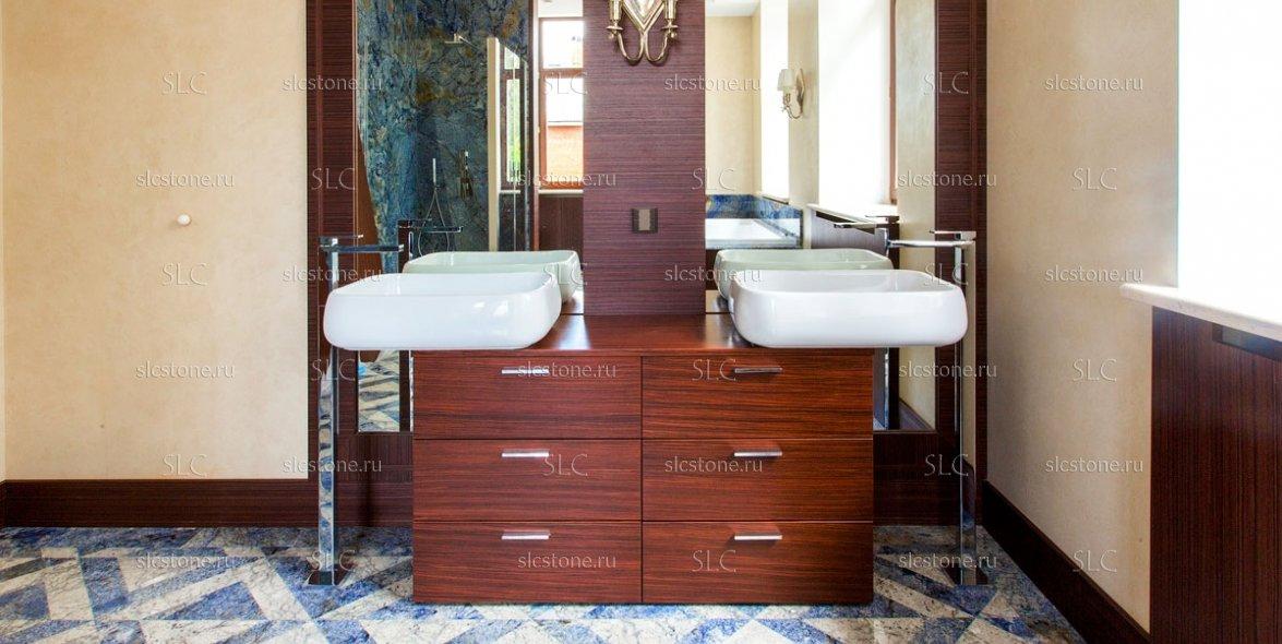 Синий гранит в интерьере ванной комнаты 3