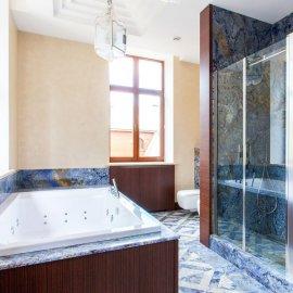 Синий гранит в интерьере ванной комнаты